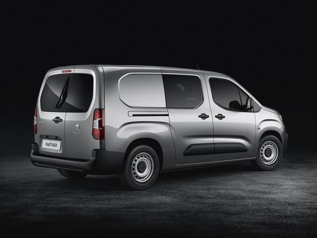 Nouveau PEUGEOT Partner Cabine Approfondie: pour transporter jusqu'à 5 personnes.