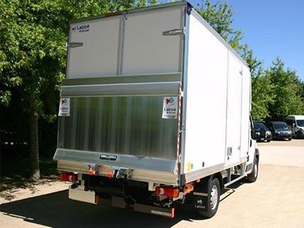 High-volume parcel van opening
