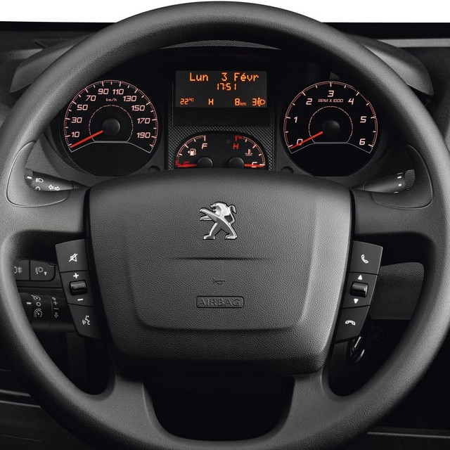 /image/56/0/peugeot-boxer-photo-interior-2-1920.8560.jpg