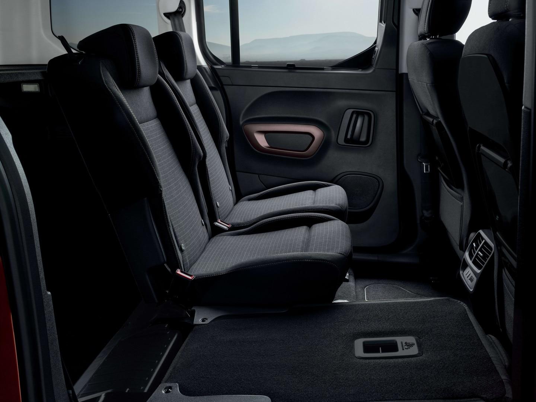 NOUVEAU PEUGEOT RIFTER – siège arrière individuel rabattu
