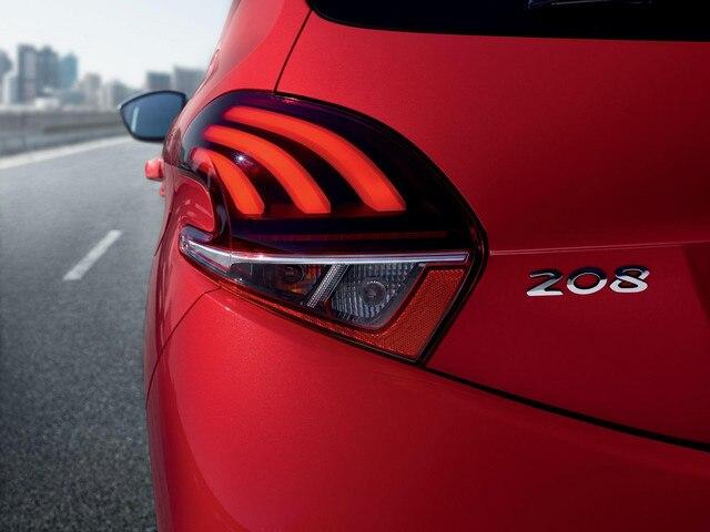 Peugeot 208 signature lumineuse LED 3D en forme de griffes