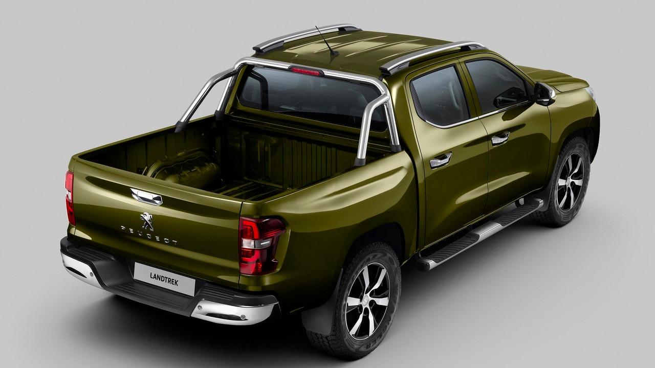 Nouveau pick-up PEUGEOT LANDTREK : barres de maintien chromées sur sur benne et marchepied tubulaire