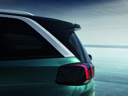 Nouveau SUV PEUGEOT 5008 : Face arrière avec griffes lumineuse