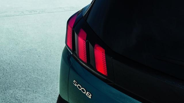 Nouveau SUV PEUGEOT 5008 : Signature lumineuse full LED