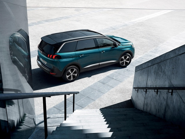 Nouveau SUV PEUGEOT 5008 : Silhouette élégante